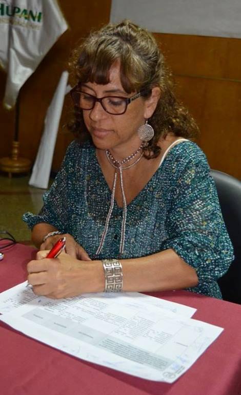 Directora de DIGEIBIRA firmando los acuerdos. Foto: Minedu.